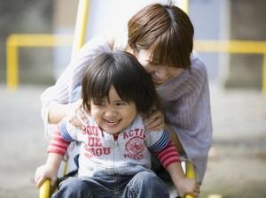 Karena Anak Kita Nggak Butuh Ibu yang Sempurna...