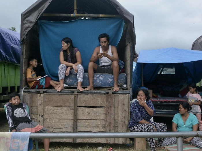 Penduduk sekitar Gunung Agung di Bali rentan mengidap gejala bronkitis karena abu vulkanik. Foto: ANTARA FOTO/Fikri Yusuf
