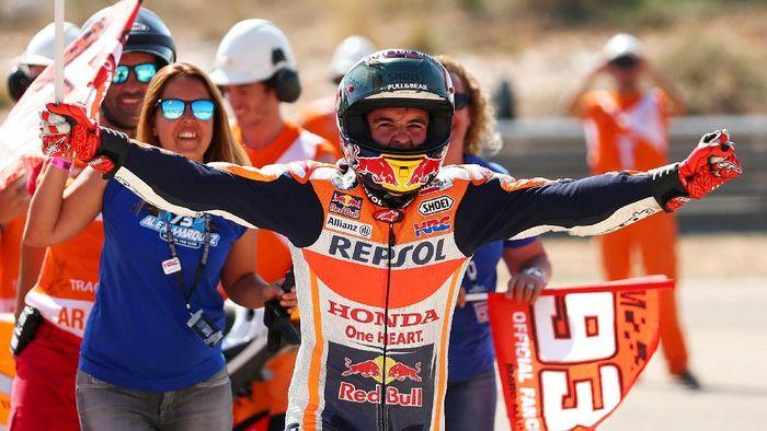 Marc Marquez merayakan kemenangan di Aragon tahun lalu (Foto: Dan Istitene/Getty Images)