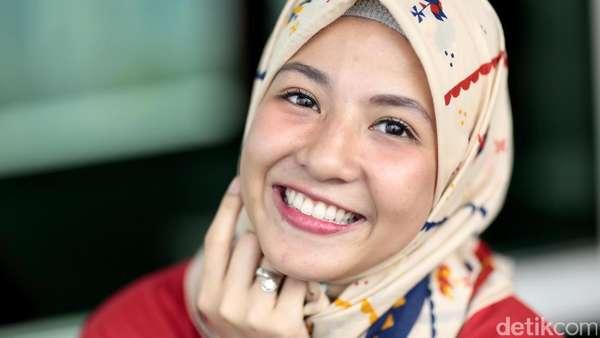 Senyum Manis Natasha Rizki