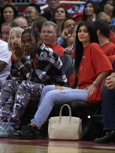 Kylie Jenner Sewa Pelatih Olahraga untuk Ibu Hamil?