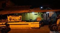 Meski hanya buka warung selama dua jam dari pukul 22.00-00.00 WIB, dagangan dari Gudeg Pawon sudah habis terjual. detikTravel pun tak kebagian karena terlambat (Masaul/detikTravel)
