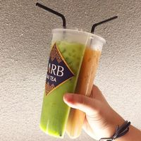 Minuman berisi 2 rasa dalam 1 gelas.