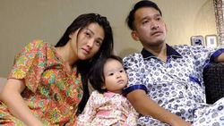 Thalia Bantu Sarwendah Rapikan Baju, Didoakan Jadi Anak yang Sukses Kelak
