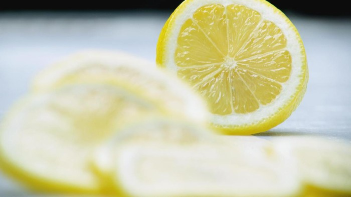 Lemon bermanfaat untuk menyehatkan ibu hamil. Foto: Thinkstock