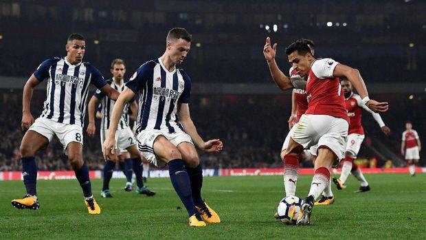 Arsenal melesat dari peringkat 12 ke posisi tujuh klasemen sementara Liga Primer Inggris. (