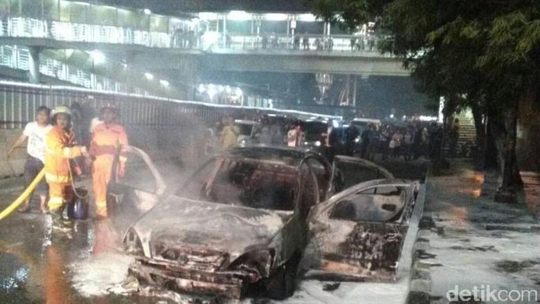 Mobil Terbakar di Kuningan Padam