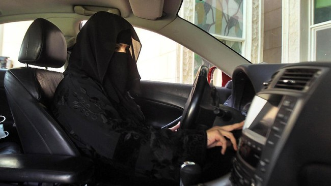 Wanita Arab Saudi Hari Ini Dibolehkan Nyetir Sendiri