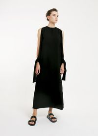 5 Long Dress Hitam yang Simpel Tapi Manis untuk Dipakai Kondangan