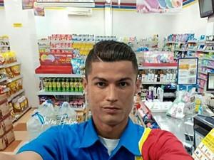 Cerita di Balik Foto Selfie Ronaldo Jadi Karyawan Indomaret