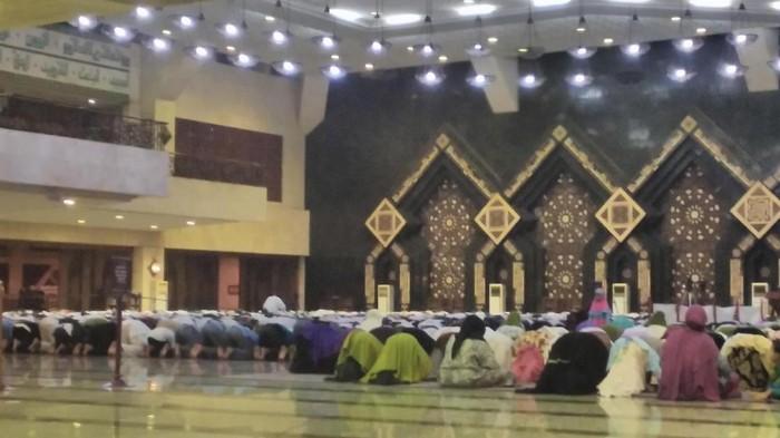 Gerakan Indonesia Sholat Subuh (GISS) di Masjid At-Tin (Parastiti Kharisma Putri/detikcom)