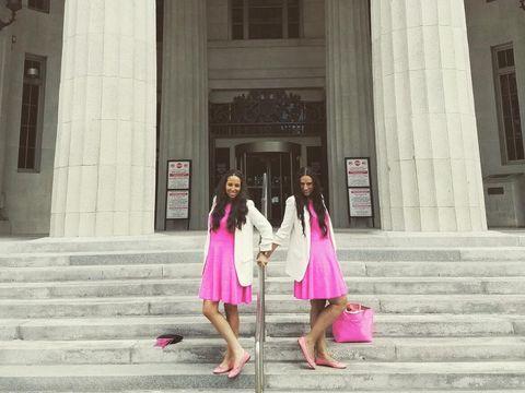 Bak Film Legally Blonde, 2 Pengacara Ini Tampil Serba Pink di Persidangan