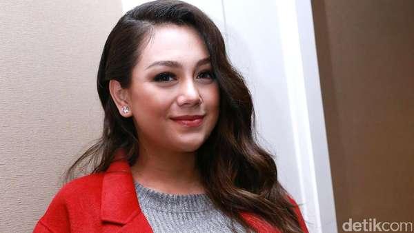 Hamil Tua, Celine Evangelista tetap Stylish