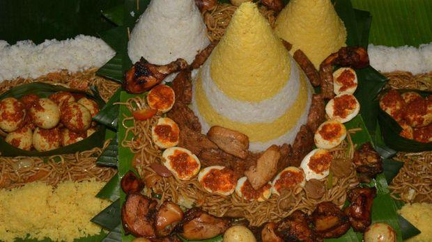 Nasi tumpeng menjadi salah satu bagian dalam perayaan bancakan atau 'slametan' bayi.