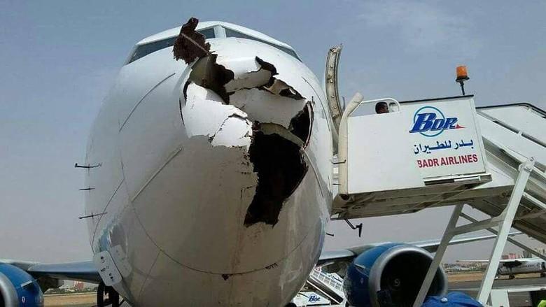 Pesawat maskapai Badr Airlines yang ditabrak burung.