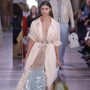 Soft Sequin sampai Pantless, Simak 8 Tren Busana di Milan Fashion Week