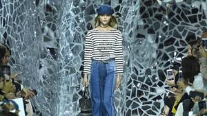 Unik, 80 Ribu Pecahan Cermin Hiasi Catwalk Dior di Paris Fashion Week