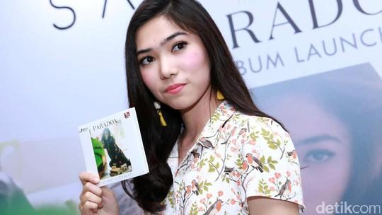 Launching Album Baru, Isyana tampak Berbunga-bunga