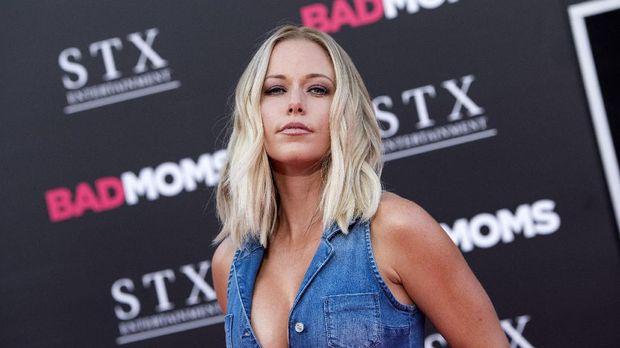 Hugh Hefner mengajak Kendra Wilkinson menjadi bagian Playboy saat wanita itu baru lulus SMA.