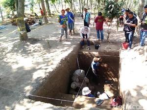 Arkeolog Temukan Arca Dwarapala di Kediri