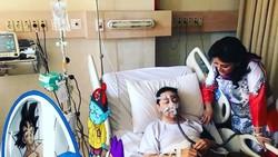 Beredar foto yang menunjukkan Ketua DPR RI Setya Novanto terbaring di rumah sakit. Banyak warganet tidak percaya dan menjadikannya sebagai bahan guyonan.