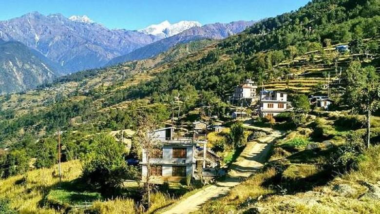 Foto: Desa Manekharka yang hancur karena gempa Nepal (Amrit Sharma/BBC Travel)