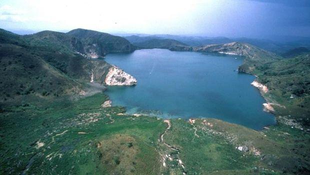 Danau Nyos yang mematikan di Afrika (geo.arizona.edu)