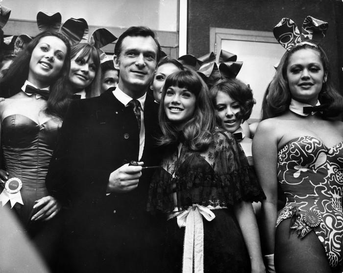 Hugh Hefner yang identik dengan dunia wanita dan seks, ternyata dianggap sedikit terlambat berkembang dalam kehidupan seksualnya. Dikutip dari New York Times, bos Playboy ini melakukan masturbasi pertamanya saat usia 18 tahun. Foto: Michael Webb/Getty Images