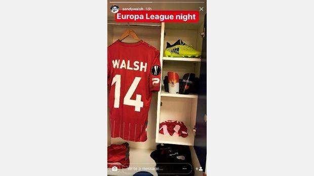 Sandy Walsh kerap menyertakan detail kecil tentang Indonesia di perlengkapan sepak bolanya.
