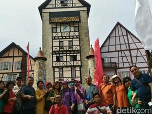 Mengintip Perjalanan Piknik 65 Guru Fredy di Malaysia dan Singapura