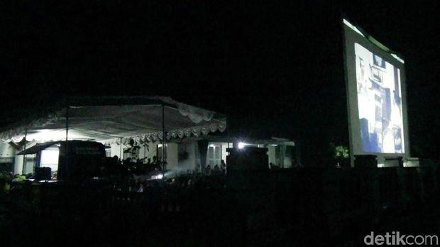 Nonton bareng film G30S/PKI di rumah Achmad Yani