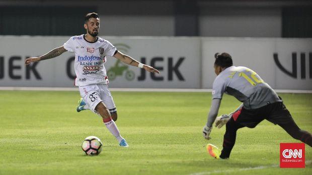 Stefano Lilipaly mendapat tekanan dari Marko Simic di daftar top skor Piala Presiden 2018.
