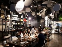 Greyhound Cafe: Ada Mie Kuah Tom Yum dan Thai Tea Granita yang Segar