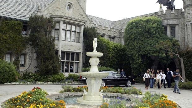 mansion mewah Hugh Hefner