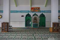 Kaligrafi penghias kubah masjid (Wahyu/detikTravel)