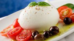 Ini Sebabnya Keju Mozzarella dari Susu Kerbau Rasanya Lebih Gurih Lembut