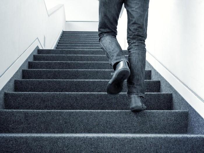 Ngos-ngosan saat naik tangga tanda kerja jantung tidak optimal/Foto: Thinkstock
