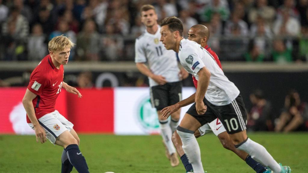 Oezil Berpacu dengan Cedera Punggung Menuju Piala Dunia 2018