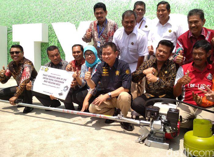 Jonan membagi-bagikan 2.375 konverter kit di Provinsi Sulawesi Selatan.