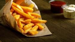 Kelebihan kadar kolesterol mengakibatkan berbagai macam penyakit kronis, salah satunya sakit jantung. Untuk menguranginya, perhatikan asupan-asupan ini ya.