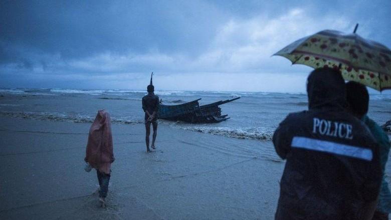 Kapal Pengungsi Rohingya Tenggelam, 12 Orang Tewas dan Puluhan Hilang