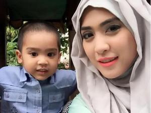 Duh, Anak Ustad Solmed-April Jasmine Terserang Flu Singapura