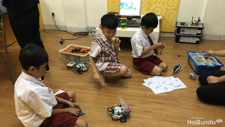 Kelas robotik di digikidz/ Foto: Radian Nyi S