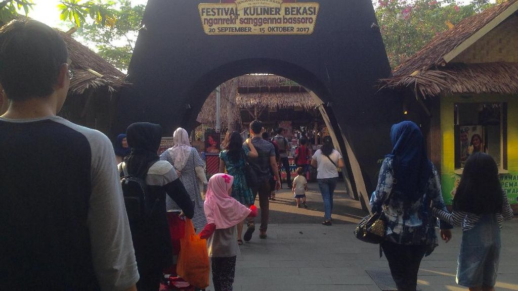 Di Festival Kuliner Bekasi Bisa Cicip Sop Konro dan Nasi Goreng Merah Khas Makassar