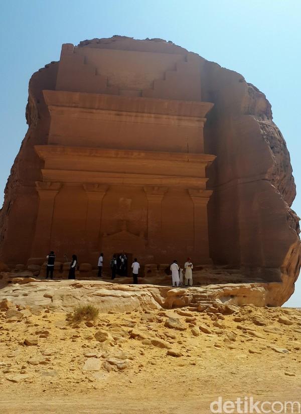 Yang telah ditemukan sejauh ini adalah sebuah pemakaman luas yang terdiri lebih dari 131 makam besar. Mulanya, skala dan jumlah makam itu diklaim luar biasa luas.