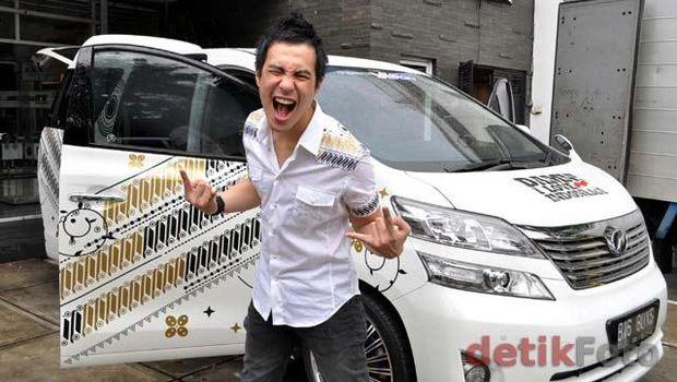 Mobil Selebriti dengan Corak Batik