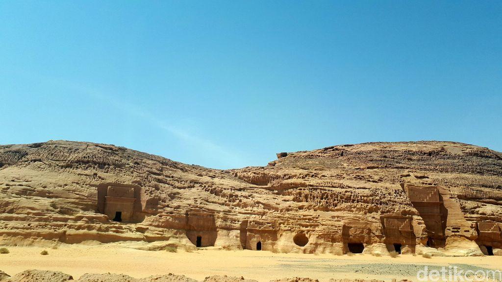 Madain Saleh adalah kawasan permukiman dan pemakanan di batuan purba di Kota al-Ula, Provinsi Madinah, Arab Saudi. Pola dan bentuknya mirip Petra di Yordania.