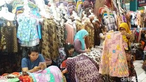 Booming Batik di RI, dari Busana Kondangan Hingga Seragam Kantor