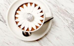 <i>So Sweet!</i> Pria Ini Lamar Pasangan dengan Hot Chocolate Kreasi Chef Terkenal