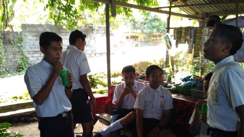 Curhat Pengungsi Pelajar Gunung Agung yang Kesulitan di Sekolah Baru